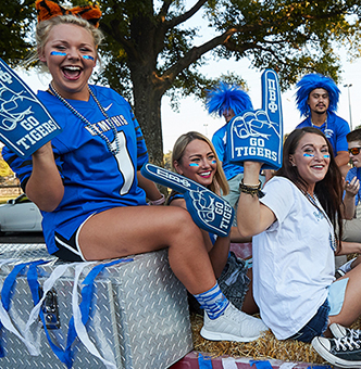 Photo of students in homecoming parade