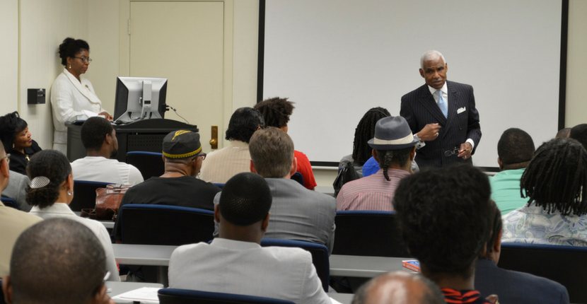 Former Memphis Mayor A.C. Wharton speaks with HAAMI members.