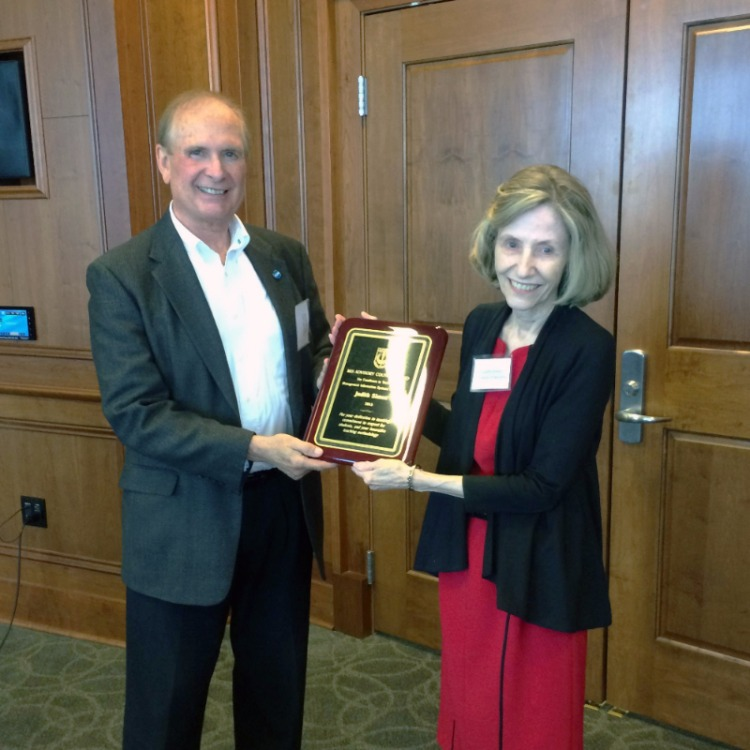 Dr. Simon receives MIS Outstanding Teaching Award