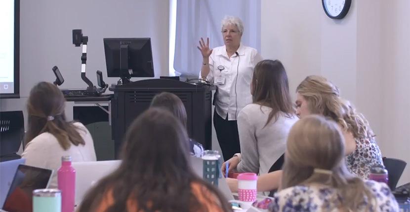 Marilyn Wark teaches clinic class