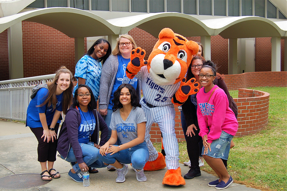 COE Students with Pouncer