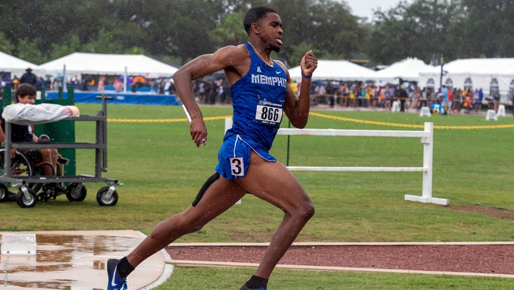 Michael Criticos running in the 4X400 meter relay at the 2018 NCAA Championships.
