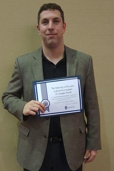 Dr. Doug Powell receives UM award.