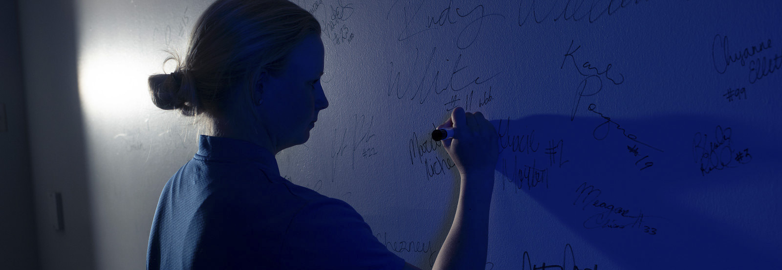Memphis Tigers Athlete Signs Wall of Fame