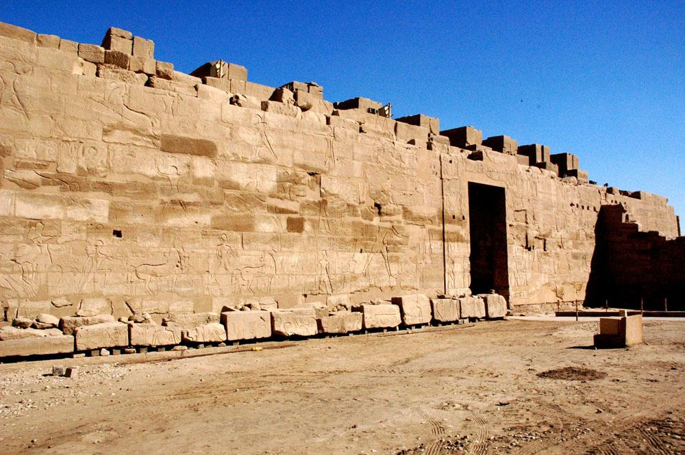 view of south exterior wall with war scenes of Ramesses II