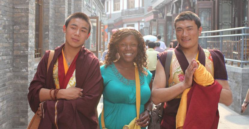 study abroad student meets Chinese monks