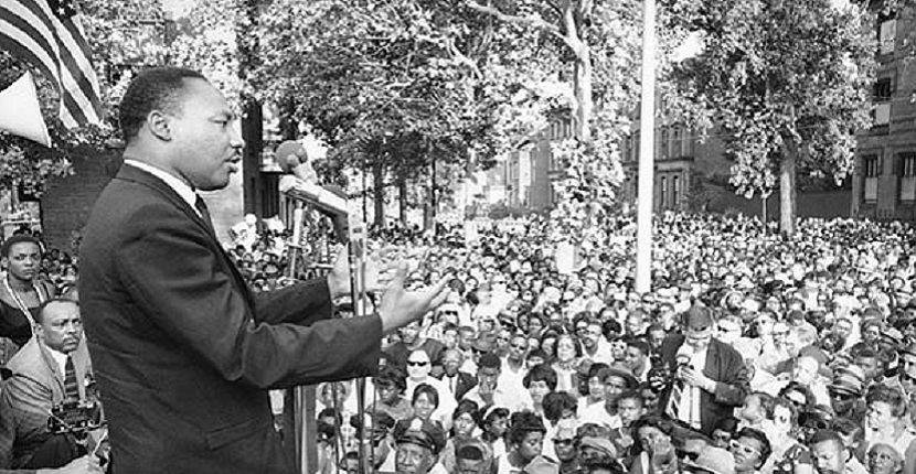 mlk speaks to crowd