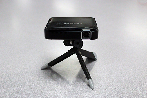 Magnasonic pocket projector