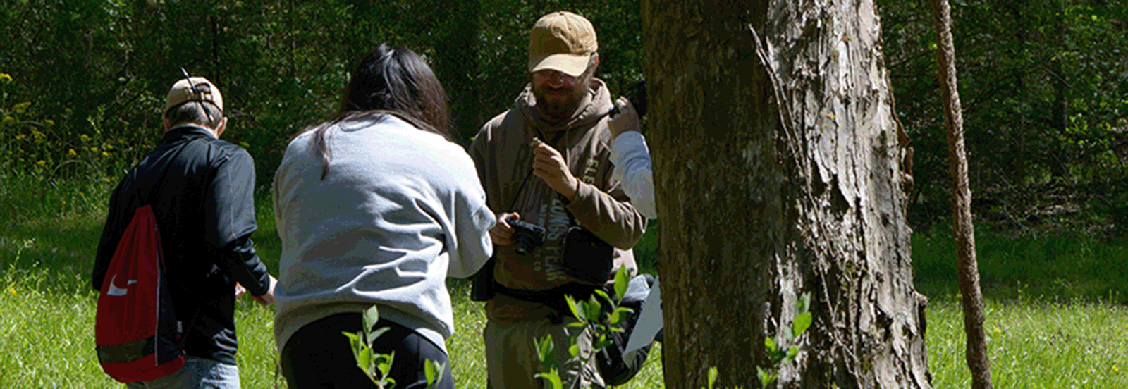 BioBlitz organizer, and TN Geographic Alliance consultant, Jonathan Carpenter, assists citizen scientists photograph and identify organisms for the BioBlitz.