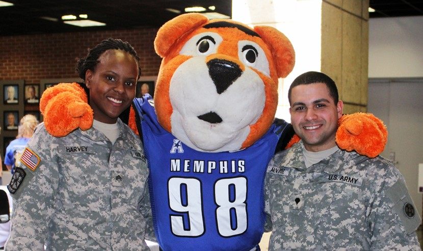 Student veterans with Pouncer!